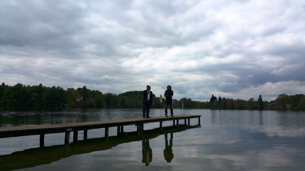 Anton G. Leitner und Pavel Brož beim Dreh am Weßlinger See. Foto: DAS GEDICHT
