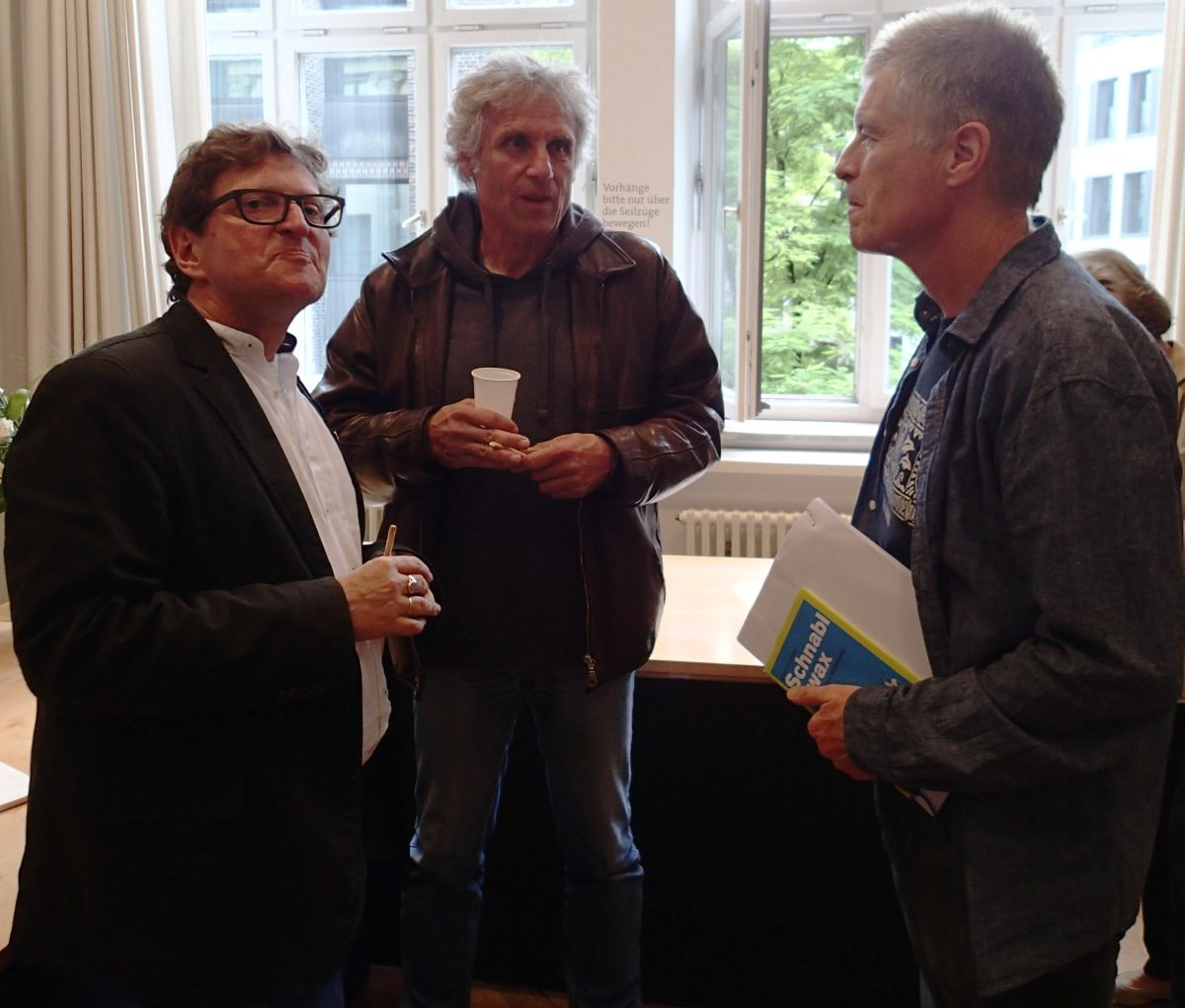 Anton G. Leitner mit Jörg Reuther (Buchtrailer) und Übersetzer Richard Dove.