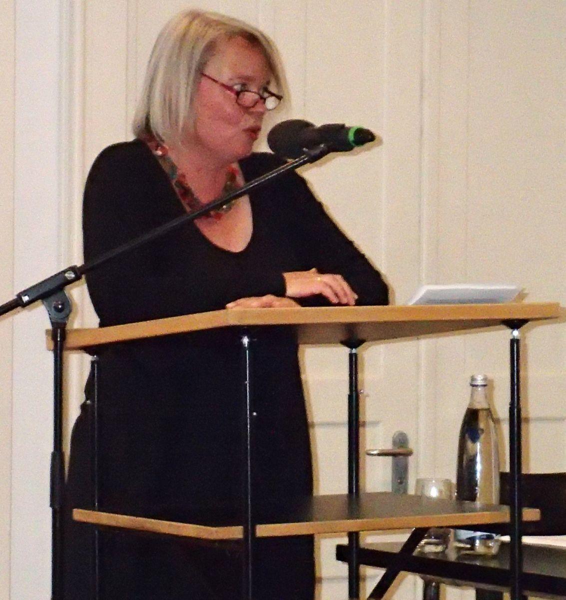 Moderatorin Sabine Zaplin eröffnet den Abend