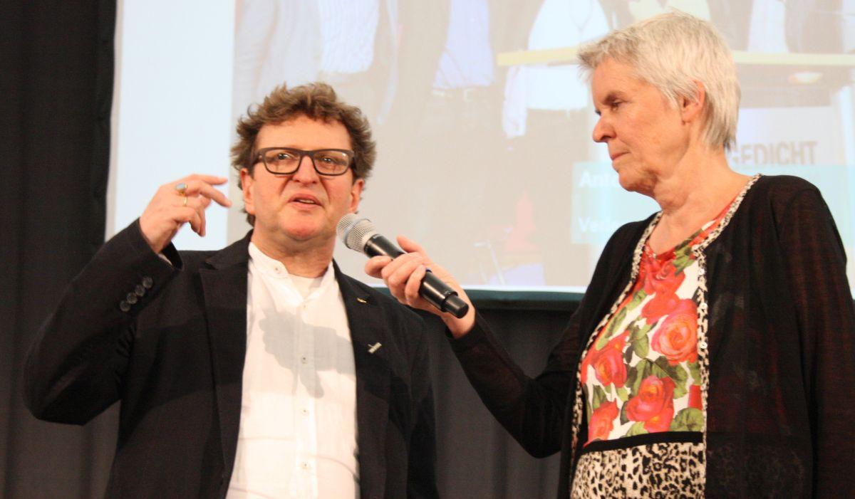 Anton G. Leitner wird von SZ-Kulturredakteurin Sabine Reithmaier interviewt. Foto: Jan-Eike Hornauer
