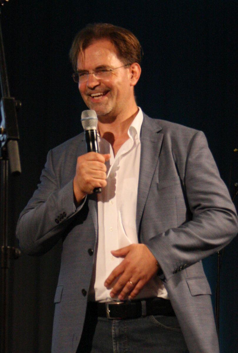 Hielt die Laudatio auf den Weßlinger Lyrik-Verleger: SZ-Ressortleiter Christian Krügel. Foto: Jan-Eike Hornauer